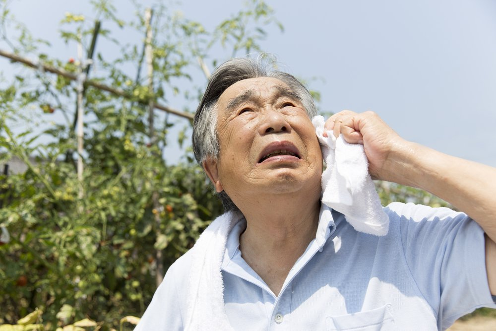 Advice for older adults on staying safe in hot weather